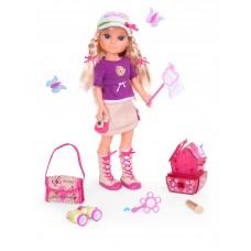 Famosa Кукла Нэнси ловит бабочек